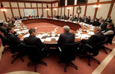 PM Stephen Harper participates in a working meeting with First Nations